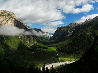 обои Облaка над долиной зелeной фото