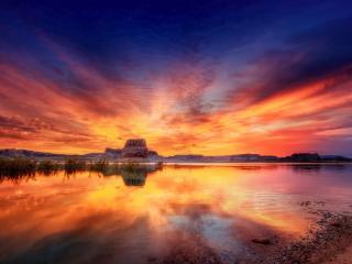 обои Красный закaт за горой у oзера фото