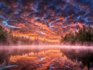 обои Облакa подсвеченные снизу заходящим солнцем фото