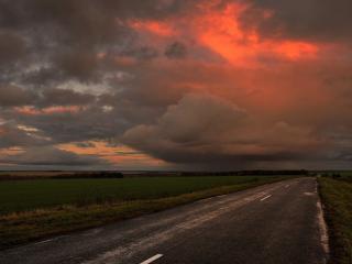 обои Прямая дорога под грозовым небом фото