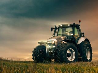 обои Трактор фирмы Ламборджини фото
