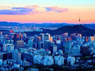 обои Город вокруг скалы фото