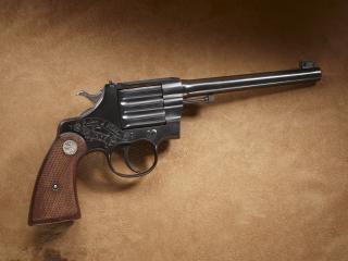 обои Револьвер с гравировкой 1938 года фото