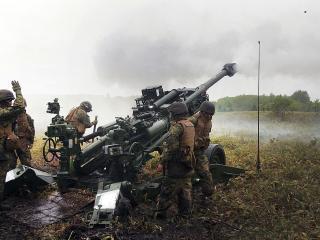 обои В поле у оружия команда военных фото