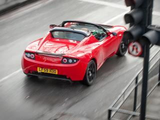 обои Tesla Roadster Sport UK-spec 2009 дождь фото