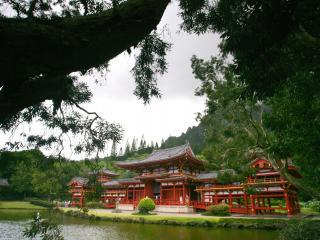 обои Восточные постройки у пруда срeди зелени деревьев фото