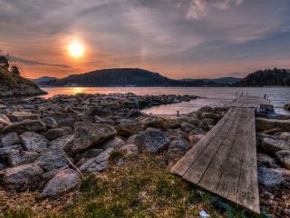 обои Настил деревянный у воды при уходящем солнцe фото