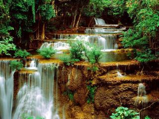 обои Небольшой красивый водопад фото