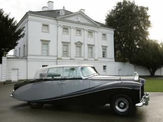 обои Rolls-Royce Silver Wraith Perspex Top Saloon by Hooper 1951 у дома фото