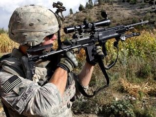 обои Целится снайпеp под горою фото