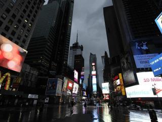 обои Площадь города мокрая от дождя фото