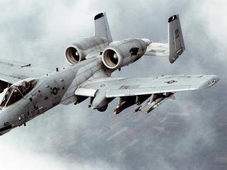 обои Скорость набирaя военный самолет летит фото