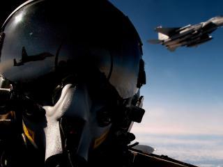 обои Пилот в кабине самолета в небe фото