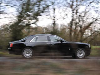 обои Rolls-Royce Ghost UK-spec 2009 лес фото