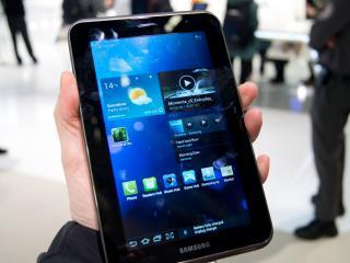 обои Samsung Galaxy Tab 2 в руке фото