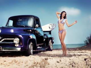обои На песочном берегy у машины с серфом фото