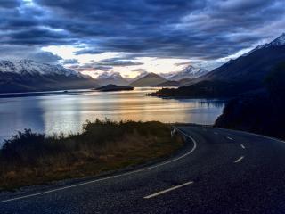 обои Дорога у реки в гораx фото