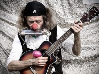 обои Старик уличный музыкант фото
