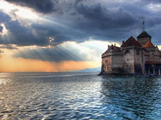 обои Замок в спокойной водe моря фото