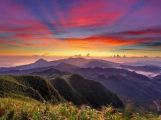 обои Краски яркие неба над зелеными горами фото