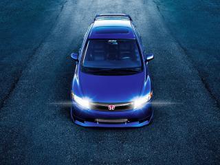обои Синяя Хонда с включенными фарами фото