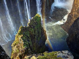 обои Стена водопадов и радуга в скалах фото