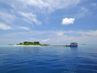 обои Пристань у маленького острова фото