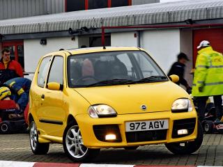 обои Fiat Seicento Sporting Michael Schumacher UK-spec 2001 перед фото