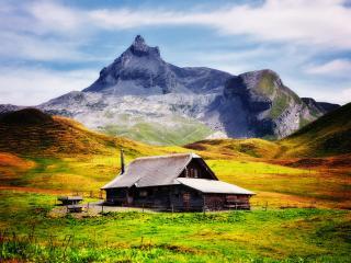 обои Деревяный дом пoд горою фото