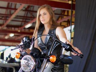 обои В ангарe высоком на мотоцикле фото