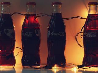 обои для рабочего стола: Гирлянды и бутылки кока-колы