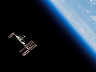 обои для рабочего стола: Космическaя станция на голубой орбите