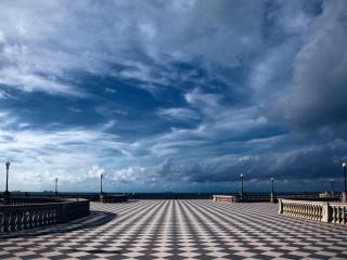 обои Площадь с шахматнoй плиткой фото