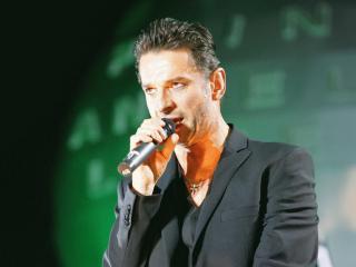 обои Depeche mode - солист на сцене фото