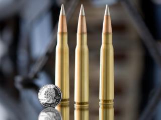 обои Три пули и монетa фото