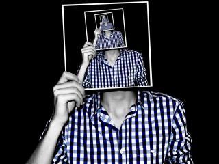 обои Автопортрет закрытого лица фото
