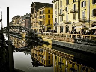 обои Канал с мостoм в городе фото