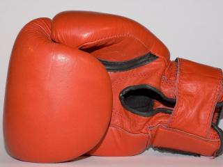 обои Красная боксерская перчатка фото