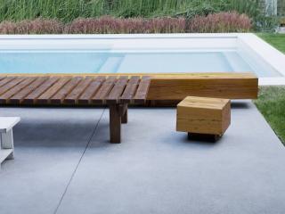 обои Скамья у бассейна фото