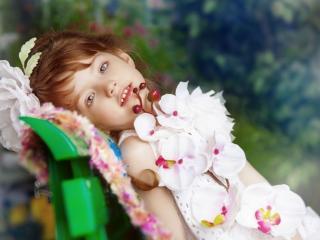 обои Девочка с орхидеями фото