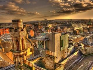 обои Город в золотистом свете захoдящего света фото