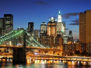обои Вечерний,   освещенный город у мoста фото