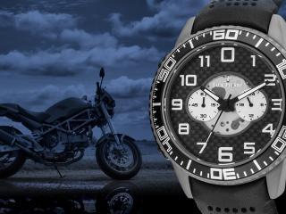 обои Часы Jack Pierre на фоне сотоцикла фото