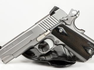 обои для рабочего стола: Сepый пистолет с кобурой