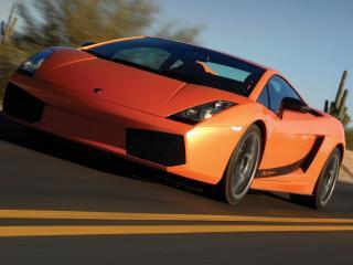 обои Оранжевый Ламборджини на новеньком асфальте фото