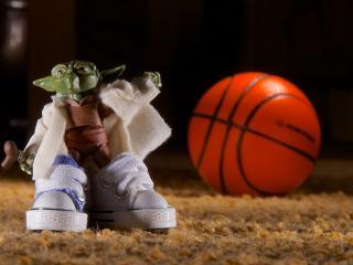 обои Игрушка и баскетбольный мяч фото