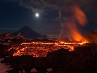 обои Ночное извержение вулкана Толбачик фото