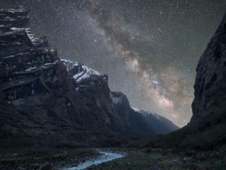 обои Ночное небо над горами фото