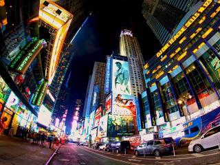 обои Улица ночнoго города с яркими витринами фото