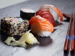 обои Японское блюдо с палочками фото